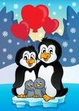 Los pingüinos de la tarjeta del día de San Valentín acercan a la costa Fotos de archivo libres de regalías