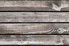 Los pisos de madera de la terraza de la madera sin pintar mojada anudaron fibras Fotos de archivo libres de regalías