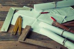 Los planes y las herramientas del carpintero Visión superior Fotografía de archivo