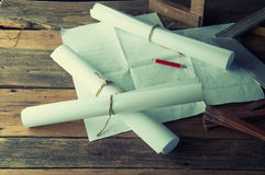 Los planes y las herramientas del carpintero Visión superior Fotos de archivo