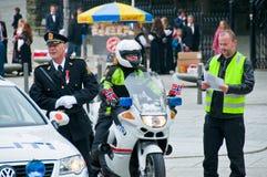 Los policías en Stavanger en el desfile fotos de archivo libres de regalías