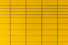 Los posts coloreados amarillo encajonan el fondo Foto de archivo libre de regalías