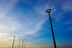 Los posts de la lámpara con el cielo azul fotos de archivo libres de regalías