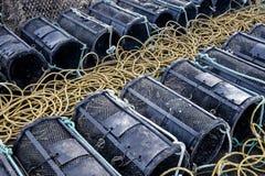 Los potes de langosta se alinearon en el puerto de Mudeford, Dorset fotografía de archivo libre de regalías