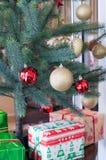 Los presentes de los Años Nuevos (verticales) Imágenes de archivo libres de regalías
