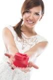 Los presentes hacen uno feliz Imágenes de archivo libres de regalías