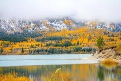 Los primeros colores de la nieve y de la caída en Sibbald acumulan Foto de archivo