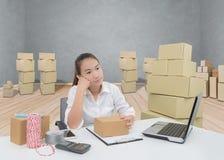 Los propietarios de negocio tienen dolores de cabeza debido a problemas del producto fotografía de archivo libre de regalías