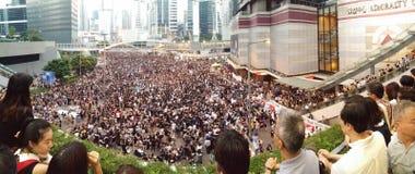 Los Protestors en el camino de Harcourt cerca de la revolución central 2014 del paraguas de las protestas de Hong Kong de las ofi Imagenes de archivo