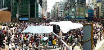 Los Protestors en el camino de Nathan ocupan las protestas 2014 de Mong Kok Hong Kong que la revolución del paraguas ocupa la cen Fotografía de archivo