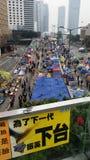 Los Protestors en la revolución 2014 del paraguas de las protestas de Harcourt Road Occupy Admirlty Hong Kong ocupan la central Imagen de archivo