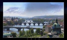 Los puentes de Praga en el cielo crepuscular Fotos de archivo