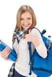 Los pulgares suben a la mujer del adolescente del estudiante con la cartera Imágenes de archivo libres de regalías