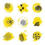 Los puntos amarillos de la pintura con tinta negra dan marcas Manchas abstractas para el diseño de marcado en caliente stock de ilustración