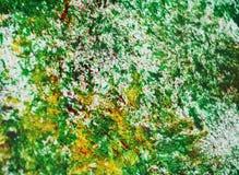 Los puntos plateados amarillos verdes ponen en contraste el fondo de pintura de la acuarela, acrílico de la acuarela que pinta el fotos de archivo libres de regalías