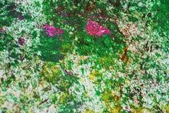 Los puntos plateados rosados amarillos verdes ponen en contraste el fondo de pintura de la acuarela, acrílico de la acuarela que  imagen de archivo