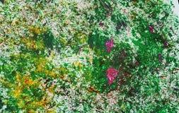 Los puntos rosados amarillos verdes ponen en contraste el fondo de pintura de la acuarela, acrílico de la acuarela que pinta el f imagen de archivo libre de regalías