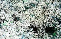 Los puntos verde oscuro blancos ponen en contraste el fondo de pintura de la acuarela, acrílico de la acuarela que pinta el fondo fotos de archivo libres de regalías