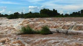 Los rápidos de Khone Phapheng del agua más grande del ` s de Asia del sounteast caen, las caídas del Mekong almacen de metraje de vídeo