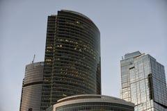 Los rascacielos del centro de negocios de Moscú y del x28 internacionales; Moscú-City& x29; en la puesta del sol Foto de archivo libre de regalías