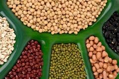 Los rasgones de Ob, habas de la soja, habas rojas, alubias negras, cacahuete y habas verdes Fotos de archivo libres de regalías