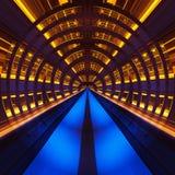 Los rayos de la estrella divina hicieron el edificio de la fábrica del ââof en la noche Imagen de archivo
