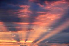 Los rayos del sol poniente Foto de archivo libre de regalías