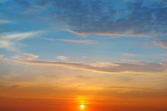 Los rayos y el cielo del sol imágenes de archivo libres de regalías