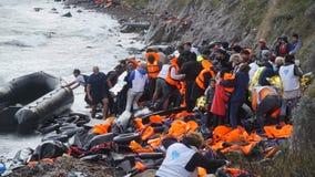 Los refugiados acababan de llegar a la orilla Foto de archivo