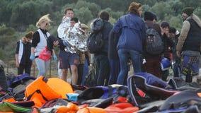 Los refugiados acababan de llegar a la orilla Imagen de archivo