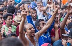 Los refugiados protestan contra la estación de tren de Keleti en Budapest Fotografía de archivo