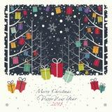 Los regalos de la Navidad de los colores que cuelgan en ramas en el bosque libre illustration