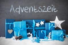 Los regalos de la Navidad, nieve, Adventszeit significan a Advent Season Imagen de archivo libre de regalías