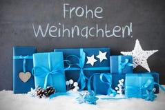 Los regalos de la Navidad, nieve, Frohe Weihnachten significan Feliz Navidad Imagenes de archivo