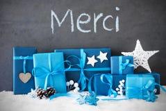 Los regalos de la Navidad, nieve, medios de Merci le agradecen Imágenes de archivo libres de regalías
