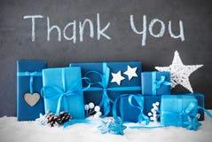 Los regalos de la Navidad, nieve, texto le agradecen Fotos de archivo