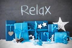 Los regalos de la Navidad, nieve, texto se relajan Foto de archivo libre de regalías