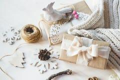 Los regalos lindos del Año Nuevo de la Navidad del vintage imitan para arriba Fotografía de archivo
