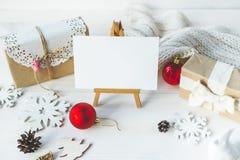 Los regalos lindos del Año Nuevo de la Navidad del vintage imitan para arriba Imagen de archivo libre de regalías