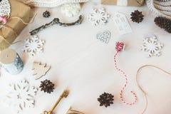 Los regalos lindos del Año Nuevo de la Navidad del vintage imitan para arriba Fotografía de archivo libre de regalías