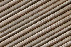 Los registros finos del fondo acanalado paralelo inclinaron la madera vieja resistida fondo beige gris rústico de la base foto de archivo libre de regalías