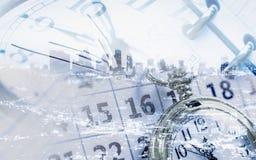Los relojes hacen calendarios y las páginas del diario imagenes de archivo
