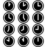 Los relojes que muestran iconos de los símbolos de las horas del momento diferente firman logotipos el sistema coloreado blanco y stock de ilustración