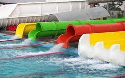 Los resbaladores de Aquapark, aguamarina estacionan, riegan el parque Foto de archivo libre de regalías