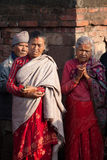 Los residentes de Bhaktapur miran una danza ritual llamada danza de Bhairav en Bisket Jatra Foto de archivo libre de regalías