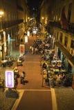 Los restaurantes en la noche Cais hacen el distrito de Sodre, Lisboa, Portugal foto de archivo libre de regalías