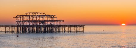 Los restos de Brighton Pier anterior imagenes de archivo