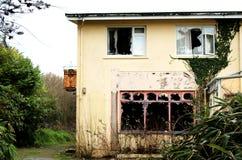 Los restos de un hotel viejo en el corcho del oeste Irlanda fotografía de archivo