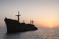 Los restos griegos de la nave fotos de archivo