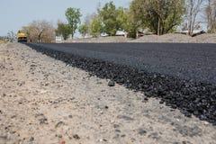 Los revestimientos flexibles consisten en el hormigón del asfalto Imagen de archivo
